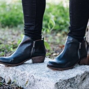Lucky Brand Black Leather Basel Zip Booties 8 M